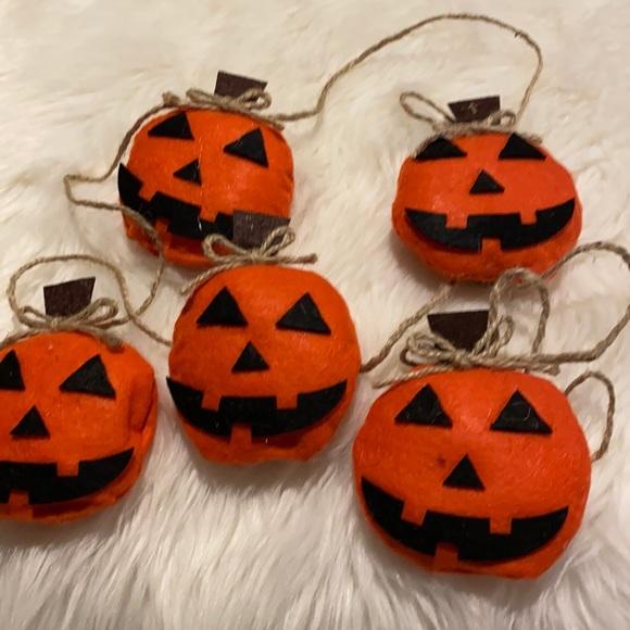 NWT Halloween Pumpkin Garland!